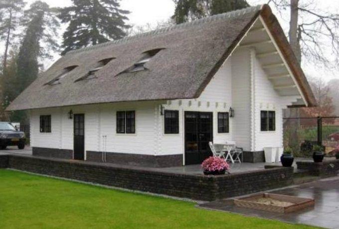 Een houten huis op maat gemaakt door jaro houtbouw - Huis architect hout ...