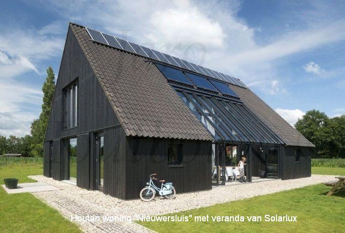 Houtbouw woning gemaakt door jaro houtbouw - Veranda modern huis ...